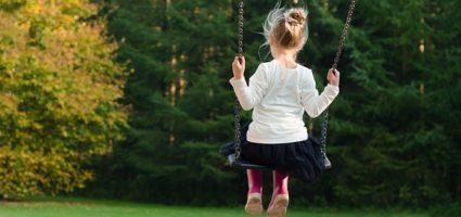 Dziecko może nauczyć dorosłych trzech rzeczy: cieszyć się bez powodu, być ciągle czymś zajętym i domagać się ze wszystkich sił, tego czego się pragnie.